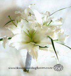 B018-White-oriental-lily-wedding-bouquet_fs.jpg