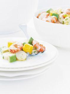 Recette de salade de coeurs de palmier et de crevettes. Avec des tangerines miel, des oranges, de l'avocat et de la coriandre. Recette rapide à faire.