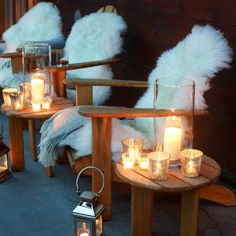Sofa&Chairs Sheepskin rug porch chairs Outdoor landscape lighting With a team of experts we offer ou Chalet Design, Chalet Style, Design Design, Lodge Style, Design Ideas, Winter Balkon, Porch Chairs, Balcony Chairs, Deco Restaurant