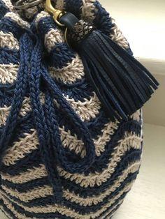 Crochet Chevron Handbag Video Tutorial By AnnooCrochet Designs