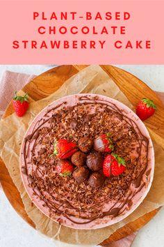 This no-bake cake is 100% vegan and made with natural sweeteners! Recipe by Gal Shua-Haim. #californiastrawberries #nobakecake #veganrecipes #plantbasedfood #vegancake #veganfood #vegandesserts #strawberrycake #veganstrawberrycake #plantbaseddessert Chocolate Strawberry Cake, Strawberry Syrup, Strawberry Filling, Strawberry Cakes, Vegan Cake, Vegan Desserts, Cake Made Of Fruit, Chocolate Filling, No Bake Cake