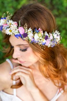 Breathtaking Bridal wedding flower crown with a mix of gorgeous silk and dried flowers. The babys breath I use is preserved, making it supple and sturdy. This is a beautiful, full hair wreath circle Modern Wedding Flowers, Flower Crown Wedding, Trendy Wedding, Wedding Vintage, Vintage Diy, Flower Crowns, Boho Wedding, Summer Wedding, Dried Flowers