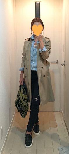 Trench coat: ANAYI, Denim shirt: American Eagle, Ripped skinny: Sisley, Bag: JAMIN PUECH, Leather slip-ons: VANS