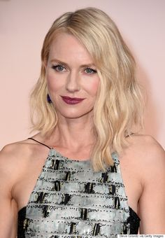 Naomi Watts went a bit edgy with beachy waves, contoured cheeks and vampy lipstick.
