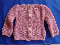 This pull is knitted in one piece, amb it begins from the back in vertical sense. Form is given by short, medium or large rows, decorated with some braids in the basis, yoke and sleeves. Spool Knitting, Knitting For Kids, Baby Knitting Patterns, Knitted Slippers, Christening Gowns, Baby Cardigan, Baby Sweaters, Doll Clothes, Free Pattern