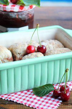 Bollos rellenos de chocolate y cereza Cherry, Fruit, Food, Buns, Sweets, Vegan, Essen, Meals, Eten