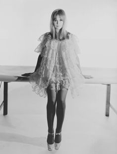 Marianne Faithfull by Terence Donovan for Selfridges Campaing, 1966 Swinging London, 70s Outfits, Summer Outfits, 1960s Fashion, Vintage Fashion, London Fashion, Pattie Boyd, Marianne Faithfull, Alfred Stieglitz