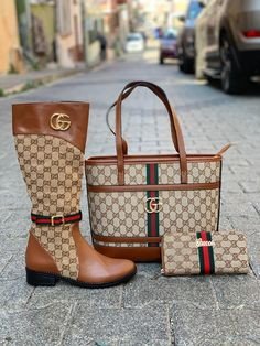 Luxury Handbag Brands, Luxury Bags, Gucci Fashion, Fashion Bags, Luis Vuitton Shoes, Purse Game, Gucci Boots, Moda Chic, Hype Shoes
