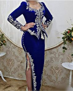 k mentions J'aime, 115 commentaires - Randa. African Traditional Dresses, Traditional Fashion, Traditional Outfits, Chic Dress, Classy Dress, African Fashion Dresses, Hijab Fashion, Fancy Dress Design, Dinner Gowns