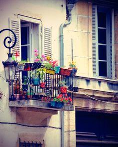 Paris-french-balcony.