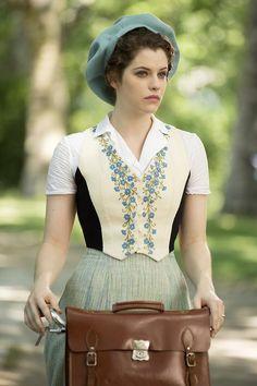 Jessica De Gouw as Mina Murray inDracula (TV Series, 2013).
