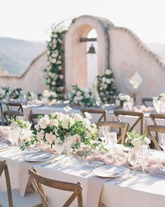 "Gavita Flora on Instagram: ""Its always such a treat when we get the chance to work at a new venue, like this beautiful private villa tucked away in the hills of Carmel…"" Blush Wedding Theme, Wedding Table, Wedding Ideas, Carmel Valley, Flora, Table Settings, Villa, California, Italy"