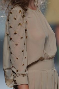 Best embroidery blouse embellishments 67 Ideas Source by blouses Sleeves Designs For Dresses, Sleeve Designs, Blouse Designs, Mode Abaya, Mode Hijab, Embroidery Fashion, Embroidery Dress, Embroidery Blouses, Bead Embroidery Patterns