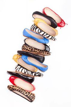 Elas são portuguesas de nome e confeção.  Venderam mais de 300 pares em menos de 3 meses e são aquilo que podem ver...giras!!!  #sabrinas #josefinas #calçado #sapatos