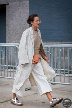 calça curta + casaco longo