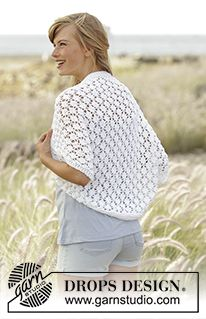 """Always Cute - Knitted DROPS shoulder piece with lace pattern in """"Paris"""". Size: S - XXXL. - Free pattern by DROPS Design"""