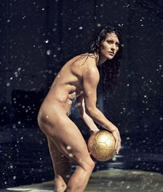 Voici de célèbres sportifs comme vous ne les avez jamais vus ! Magnifique...Ali Krieger - Soccer.