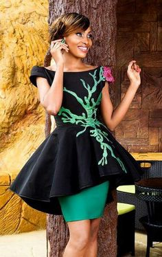 this would make a sweet dress for a retro Poison Ivy cosplay African Fashion Designers, African Inspired Fashion, African Print Fashion, Fashion Prints, African Attire, African Wear, African Women, African Print Dresses, African Dress