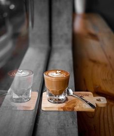 We sell the hormone of happiness an coffee free Coffee And Books, I Love Coffee, Coffee Break, Coffee Time, Coffee Latte, Iced Coffee, Coffee Drinks, Coffee Cups, Café Chocolate