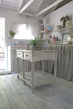 shabby chic kitchen designs – Shabby Chic Home Interiors Cozinha Shabby Chic, Estilo Shabby Chic, Shabby Chic Kitchen, Shabby Chic Decor, Vintage Kitchen, Country Kitchen, Rustic Decor, Painted Floors, Painted Furniture
