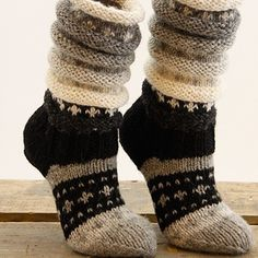 Ideas For Crochet Sweater Outfit Boot Socks Crochet Boot Socks, Wool Socks, Knitting Socks, Hand Knitting, Knit Crochet, Crochet Blanket Edging, Sock Toys, Diy Scarf, Slipper Socks