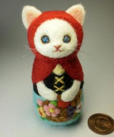 felted kitty...SO cute! By Rika Fujimoto of Japan