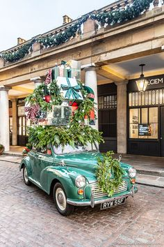Covent Garden Christmas - A Photo Guide to the Best of the Season : Covent Garden Christmas Car Christmas In Britain, London Christmas, Christmas Love, Christmas Pictures, Rustic Christmas, Christmas Lights, Vintage Christmas, Christmas Displays, Christmas In The City