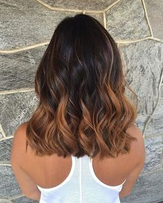 37 Sweet Caramel for 2019 Balayage is an alternative technique to traditional salon highlighting with foils. Your colorist can literally paint highlights precisely where the sun would actually hit your hair. Caramel balayage on black hair can. Brown Hair Balayage, Hair Color Balayage, Balayage Ombré, Blonde Ombre, Balayage Hair Caramel, Short Balayage, Caramel Blonde, Balayage Highlights, Blonde Brunette