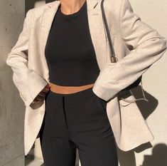 spring outfit black trousers and top with cream blazer Fashion 2020, Look Fashion, Korean Fashion, Winter Fashion, Fashion Outfits, Fashion Trends, Outfits Casual, Winter Outfits, Cute Outfits