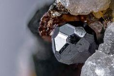 Magnetite. Tre Croci, Vetralla, Vico Lake, Viterbo Province, Latium, Italie FOV=2 mm Photo © Gianfranco Ciccolini