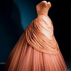 Charles James 'Swan' gown - 1951