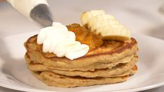 Learn how to decorate your pancakes to make them more fancy. I like to decorate them with fresh fruits, orange marmalade, plain yoghurt, almonds and lemon zest. Honey And Warm Water, Different Types Of Bread, Kombucha Recipe, How To Make Pancakes, Homemade Pancakes, Plain Yogurt, Marmalade, Melted Butter, Almonds