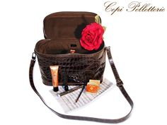 #beauty #gift #beautycase #leather #woman #Christmas #Natale #regalo
