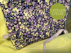Day 19 - Pochette en Liberty pour Olivia. Intérieur popeline de coton Drawstring Backpack, Liberty, Backpacks, Bags, Fashion, Atelier, Couture Sac, Pouch Bag, Handbags