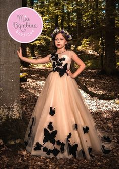 High quality hand-made dresses for girls for whole spectrum of special ocasions: flower girl dresses, first communion dresses, birthday party dresses. Little Girl Dresses, Girls Dresses, Flower Girl Dresses, Girls Party, Wedding Dresses For Kids, Kids Frocks, Moda Casual, Ballroom Dress, Communion Dresses