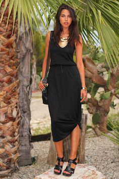 VIVALUXURY's Annabelle took a basic black tank maxi belted and knotted it, added gold jewelry and voila - tres chic!
