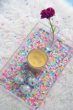 Make a Colorful Confetti Tray in Minutes – Mod Podge Rocks Ready to party? You can decorate a clear acrylic tray with confetti and Mod Podge. This confetti tray is easy and perfect for a celebration or home decor. Diy Resin Crafts, Crafts To Make, Fun Crafts, Crafts For Kids, Arts And Crafts, Wall Art Crafts, Glitter Crafts, Decor Crafts, Home Decor