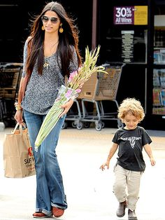 Google Image Result for http://img2.timeinc.net/people/i/2011/stylewatch/grocery-style/110627/camila-alves-435.jpg