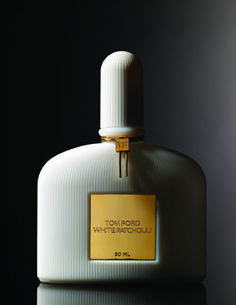 SENSUOUS HEART OF PATCHOULI, SURROUNDED BY SLEEK WOOD NOTES WITH LUXURIOUS ELEGANT WHITE FLOWERS