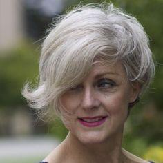 45 Natural Grey Frisuren für Frauen jeden Alters - Neue Haar-Designs