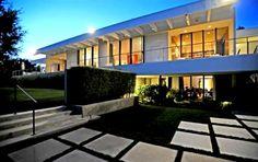 #celebrity #Jennifer #Aniston buys a sleek A Quincy Jones m#modern in Los Angeles. #BelAir #Architecture http://rltr.cm/jenniferaniston