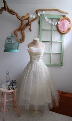 50's Style : Picture Description dress - #50s https://looks.tn/style/50s/50s-style-dress-3/