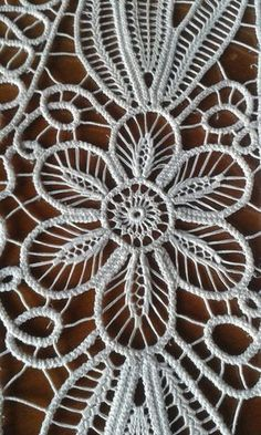 This Pin was discovered by Eli Crochet Cactus, Freeform Crochet, Irish Crochet, Crochet Flowers, Crochet Lace, Hungarian Embroidery, Lace Embroidery, Embroidery Stitches, Needle Lace