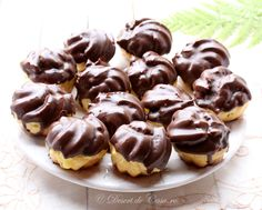 mini eclere Romanian Desserts, Romanian Food, Eclairs, Something Sweet, Cake Cookies, Cupcakes, Sweet Treats, Good Food, Cooking Recipes