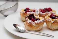 #vanilletaschen Beeren Vanille Teigtaschen French Toast, Breakfast, Food, Vanilla, Berries, Simple, Meal, Eten, Meals