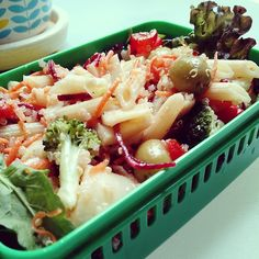 Fresh pasta salad with raw vegetables and quinoa for another hot day #obento #bento #vegan #お弁当