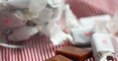 Ihanan sitkeää toffeeta voi valmistaa helposti kotioloissakin, kunhan omistaa digitaalisen lämpömittarin. Ruotsalaisen Pärlans konfektyr -konvehtiliikkeen ohjeella tehdyt toffeet maistuvat sopivasti lakulta lakritsijauheen ansiosta.