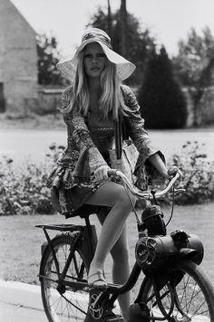 Rockstars' Garage: Brigitte Bardot's Solex 2200 More pics on: http://www.claspgarage.com/2013/10/rockstars-garage-brigitte-bardots-solex.html