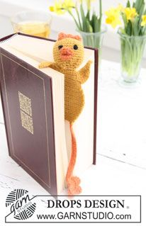 "Crochet DROPS chicken book mark in ""Alpaca"" for the Easter detective novel. ~ DROPS Design"