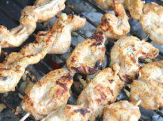 Grillezett Tandoori csirke saslik recept: Aki a csípőset szreti, annak ez a finomság kedvére való lesz! Egy tökéletes csirke saslik. Intenzív ízek. Csípősség padlógázzal! :) Cauliflower, Bbq, Cooking Recipes, Vegetables, Food, Crickets, Barbecue, Barrel Smoker, Cauliflowers